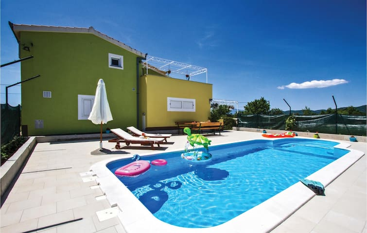 Holiday cottage with 4 bedrooms on 117 m²