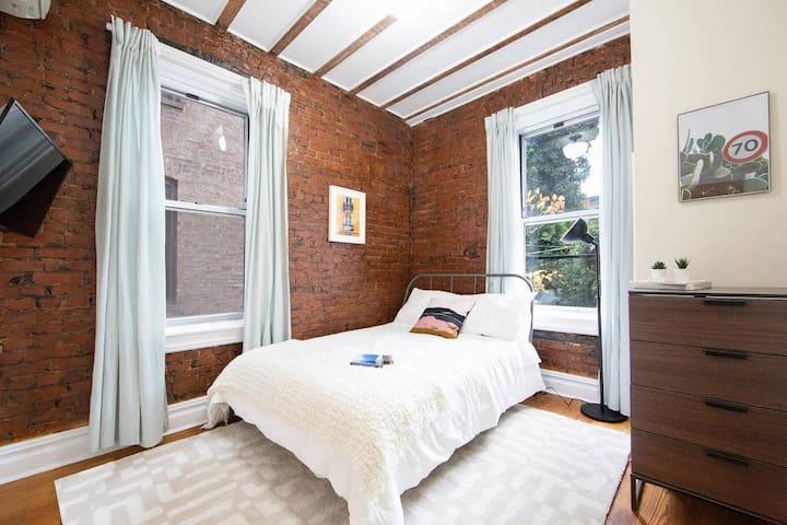 Cozy Private Bedroom in Artsy Stuyvesant Madison