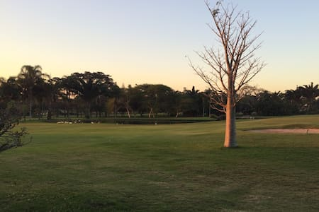Spacious home on golf course - Mount Edgecombe - House