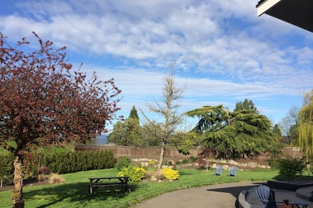 Beautiful 3 Bedroom Ocean View Home!!! - North Saanich - Rumah