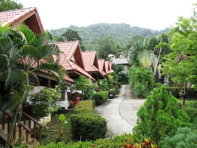 Kata Hill Bungalow - Tambon Karon A.Muang - House