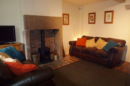 Grade II character cottage in historic Cromford - Cromford - 獨棟