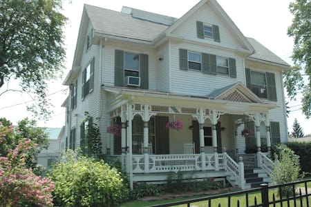 Efficiency Apartment in Village - Hammondsport - Lejlighed