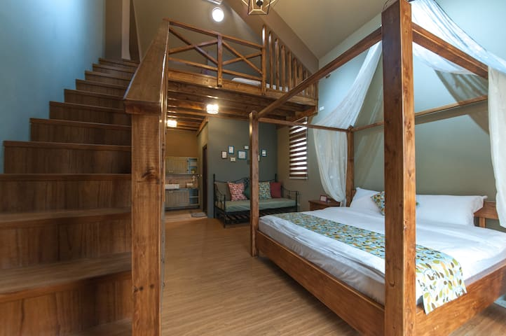 Two Double Bed Room 家庭四人閣樓套房(祕密花開) - Ji'an Township - Bed & Breakfast