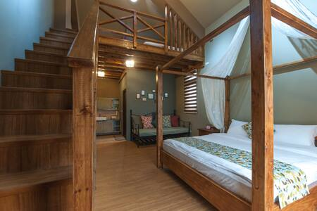 Two Double Bed Room 家庭四人閣樓套房(祕密花開) - Ji'an Township - Гестхаус