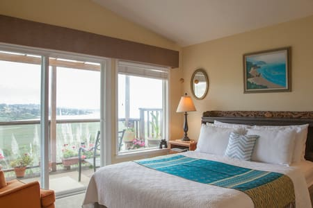 Benicia Bay View Suite. 3 rms/2 bth - House