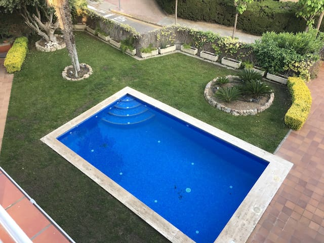 Beautiful flat with terrace and views at BCN hills
