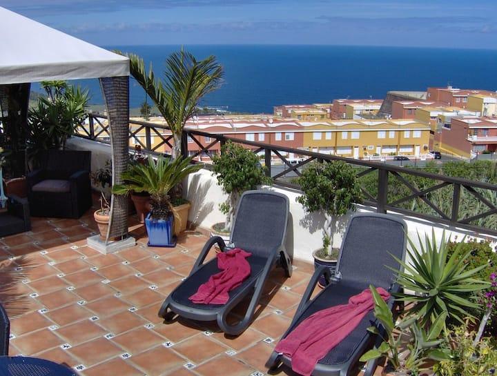 Acrotère avec balcon et vue mer