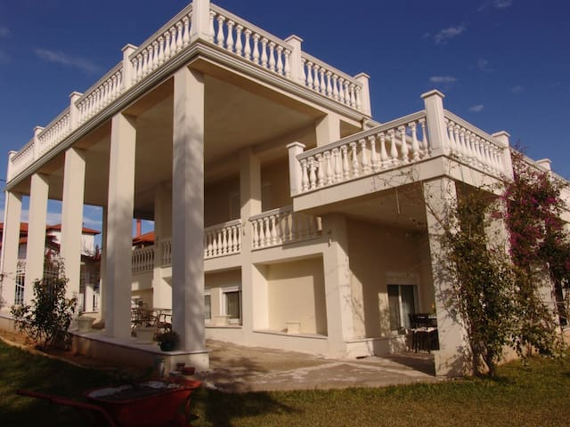 Airy,bright,150 m. from the sea!!! - Nea Poteidaia - Villa
