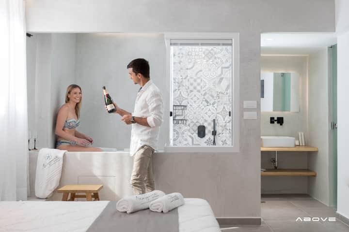 Suite with Indoor Hot Tub Naxos ,Agios Prokopios