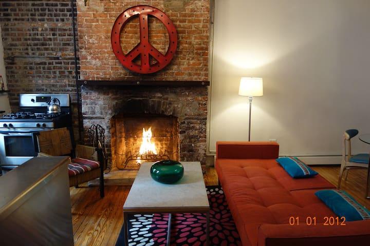 NYC Riverfront! Garden Terrace, Fireplace & Art!