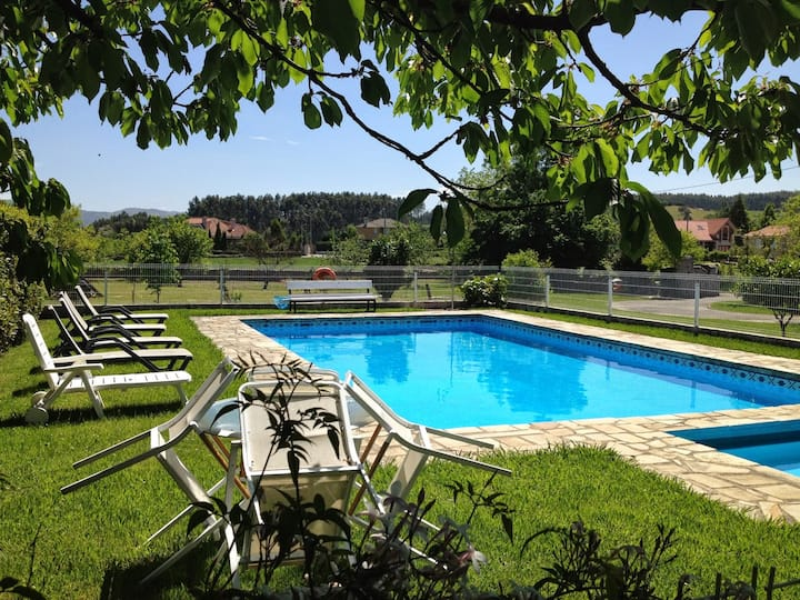 Avemar house with Pool and Garden in Santillana