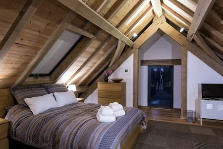 Loft in 16th century tidal mill - Millbrook - Bed & Breakfast