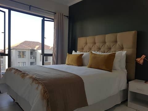 Modern, Cozy & Safe Penthouse with WiFi & DSTV