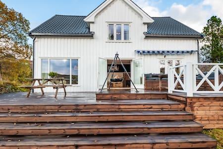 Enebolig i Knarrlagsund / House in Knarrlagsund