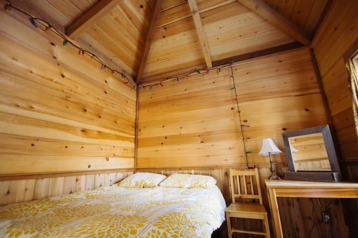 Romantic Cedar Suite at Ness Creek
