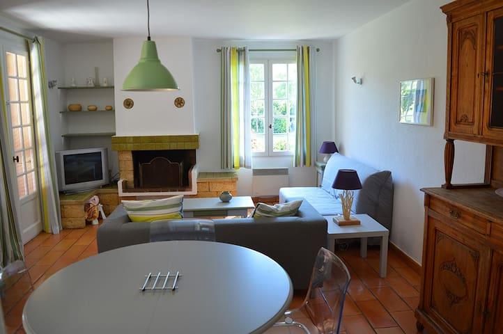 Maison provençale dans grand jardin - Marignane - Casa