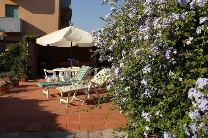 2 Bedroom, spacious garden flat - Alghero - Wohnung