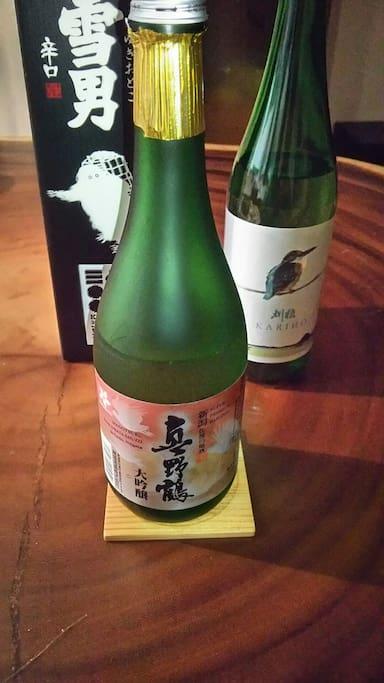 3泊していただいた方には 日本酒(720㍉) 一本選んでいただいてプレゼントします。写真の右側のお酒は無くなり次第終了です。