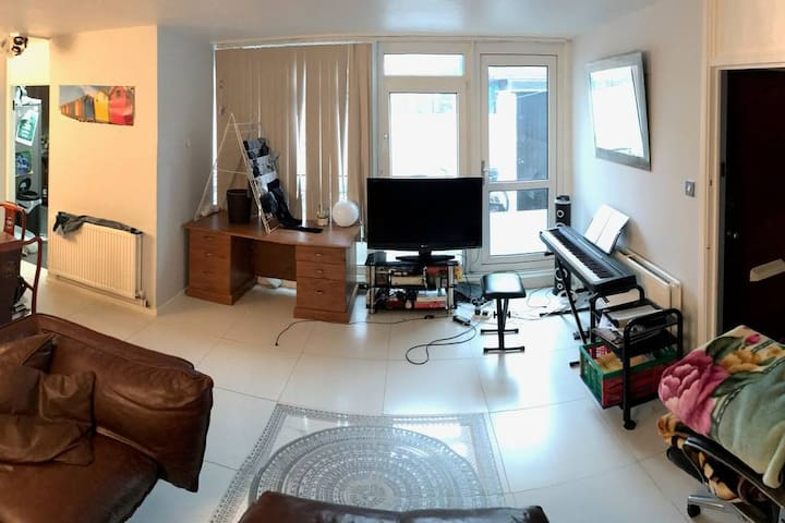 Dining room/living room (photo 2)