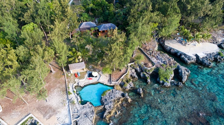 Pacifique Vue - Private waterfront home with pool
