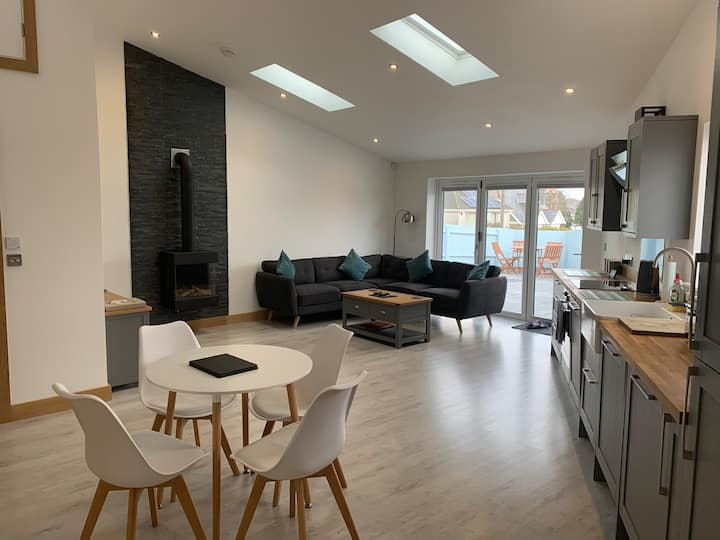 Modern Bungalow in a central location!