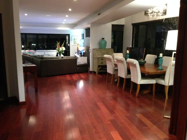 Beautiful room close to the city. - Annerley - 단독주택