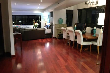 Beautiful room close to the city. - Annerley - Ház