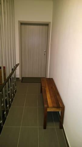 moderne, neu eingerichtete Wohnung - Lebach - Pis