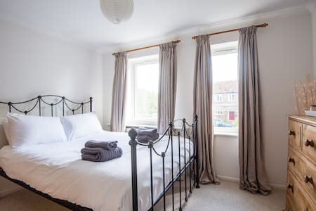 Comfortable room by Kent coast - Conyer