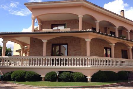 MANSARDA IDEALE PER 3 - Assemini - Villa