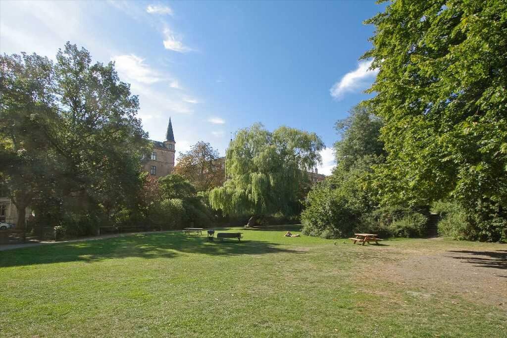 Nearby gardens