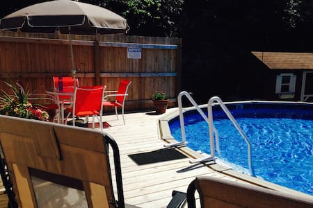 DOWNTOWN PRIVATE HOT TUB/ HEATED POOL/DECK/PARKING - Jim Thorpe - House