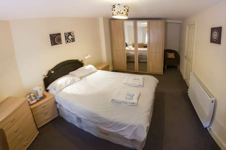 Cosy central room /Great price 4