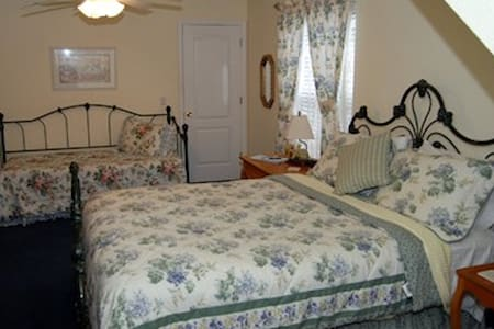 Palmer House Bed and Breakfast - Country Morning - Lithia