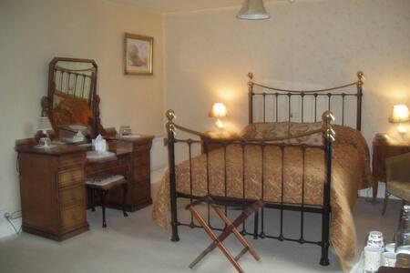Farmhouse Bed & Breakfast - Elton  Ludlow - Bed & Breakfast