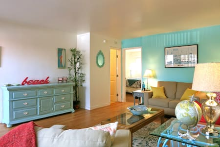 1 Bd + Parking, ½ Block from Beach!