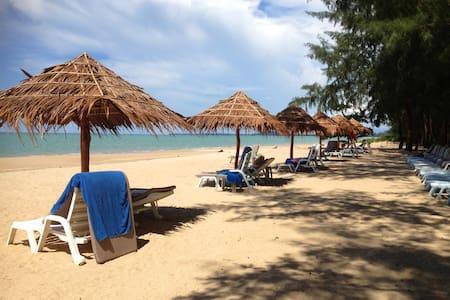 Right at the beach Paradis Villa B3 - Ko Kho Khao - Hus