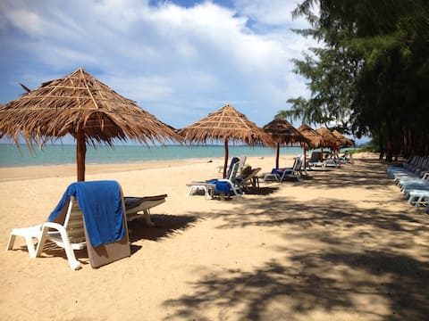 Right at the beach Paradis Villa B3