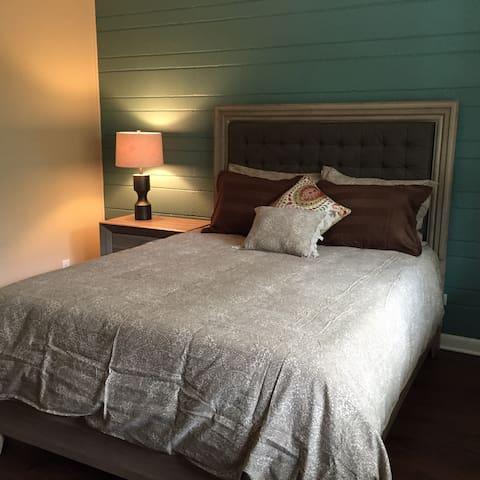 Lovely 2 bedroom apt