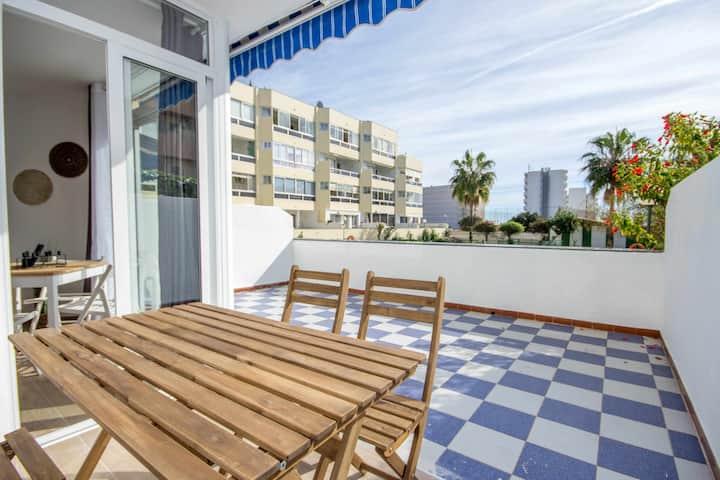 Apartamento con gran terraza + WIFI + A/C muy cerca playa