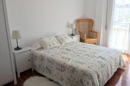Amplio y luminoso piso, muy bien ubicado + garaje - Zumaia - 公寓