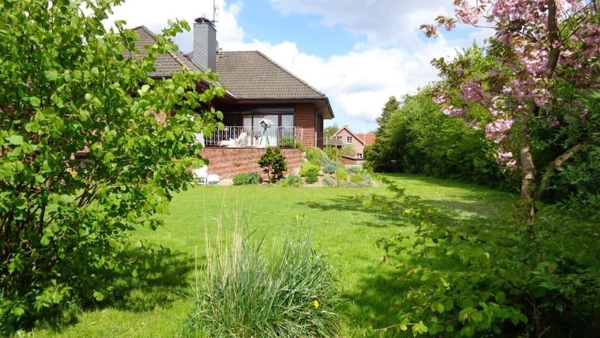 Sonnige Ferienwohnung im Grünen - Schwartbuck - Flat
