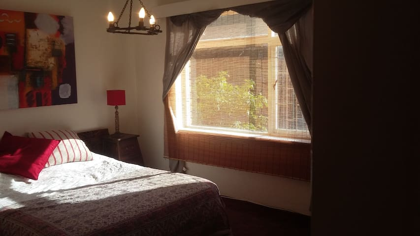 Sunny bedroom in centrally located Seapoint - Kapstadt - Wohnung
