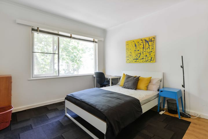 Private Large Room near Chapel st - Windsor - Apartment
