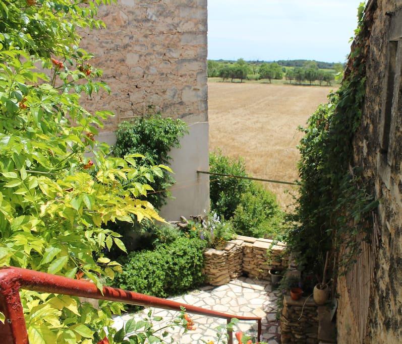 Le jardin du bas donnant sur la campagne