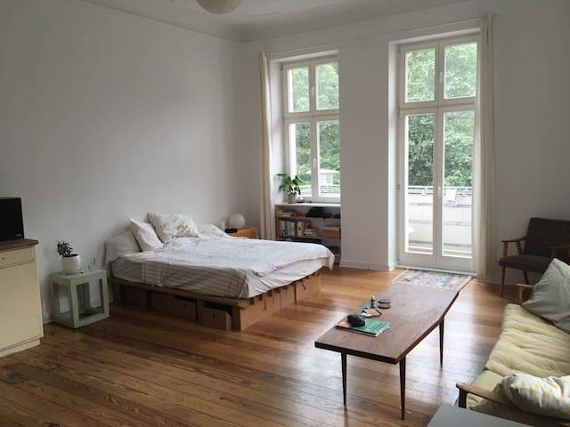 Bright, spacious room in shared flat in Fhain