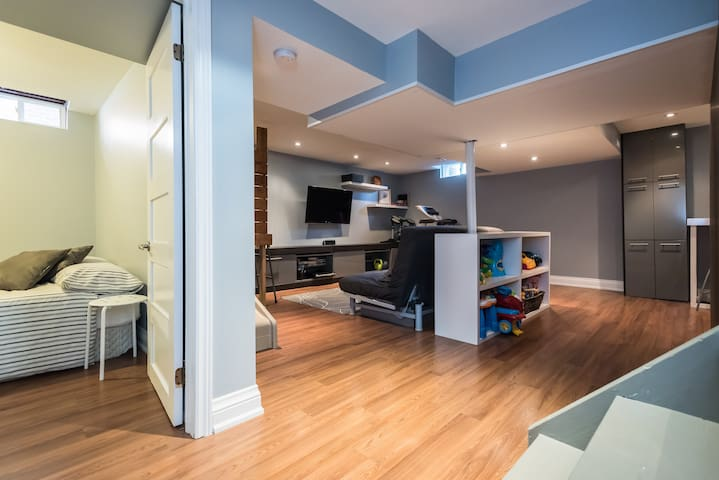 Vaughan Private Apt. + KingBed + Kids Friendly