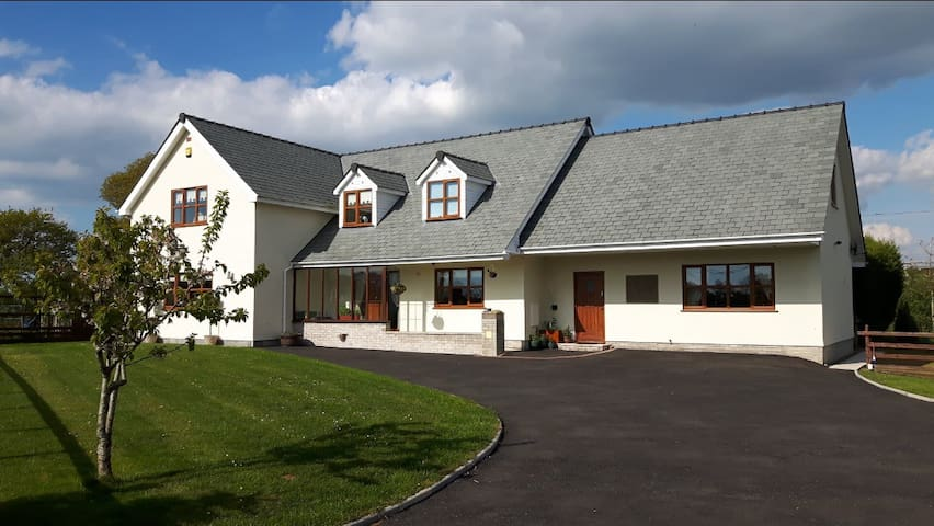 Ty'r Wennol self catering cottage apartment.