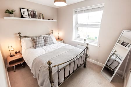 Spacious Coach House Apartment in Kings Hill
